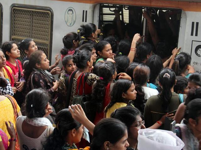 Railway,Mumbai,women