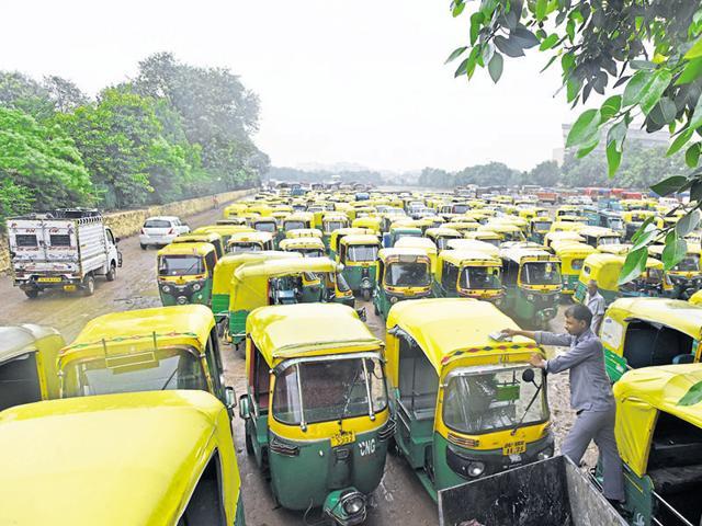 Parked auto rickshaws during the strike at Ramlila Maidan in New  Delhi. )