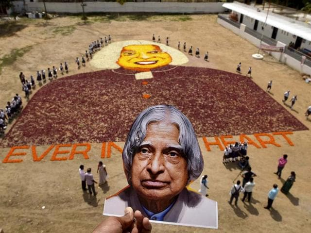 Students of Everwin Public School pay a floral tribute to former President APJ Abdul Kalam.