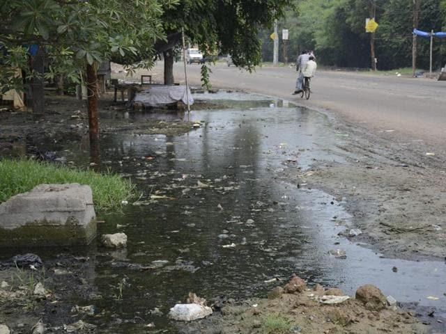 Residents say everytim it rains, sewage overflows onto roads and enters houses.