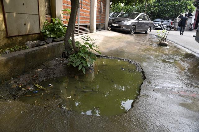 The sewer lines are choked and desilting has not been done here in years.(S Burmaula / HT Photo)
