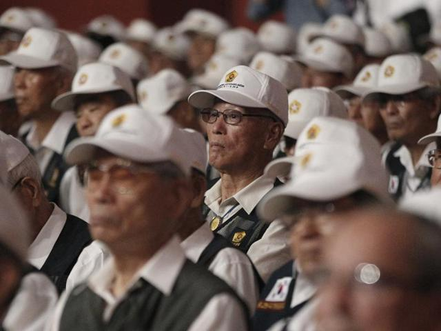 South Korean war veterans attend a commemorative ceremony marking the 63rd anniversary of the Armistice Agreement and UN Forces Participation in the Korean War in Seoul, South Korea on Wednesday. South Korea accused rival North Korea of floating propaganda leaflets via a river in the first such incident.