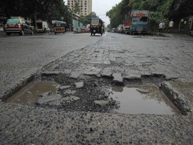 Around 200 road works are being examined to find out if the contractors built substandard roads, and if civic staff monitored the work according to the rules.