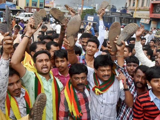 Farmers hold a protest against Mhadei river tribunal verdict in Hubli, Karnataka.