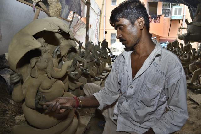 Most artisans live and work in Tughlakabad village, Jasola, Madanpur Khadar and Aali village.(Tribhuwan Sharma / HT Photo)