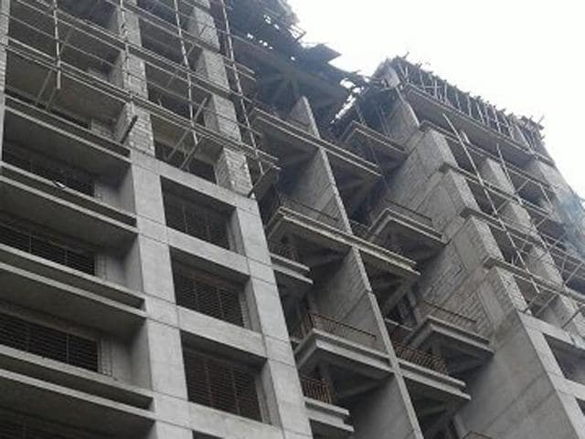 The mishap took place 10.30am when around 15 labourers were working on the fourteenth floor of the under-construction housing complex known as Park Express