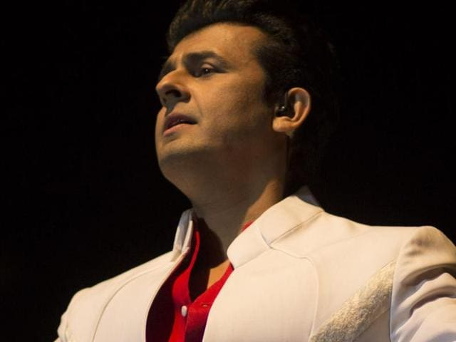 Sonu Nigam says the use of pitch correctors should be banned in music.