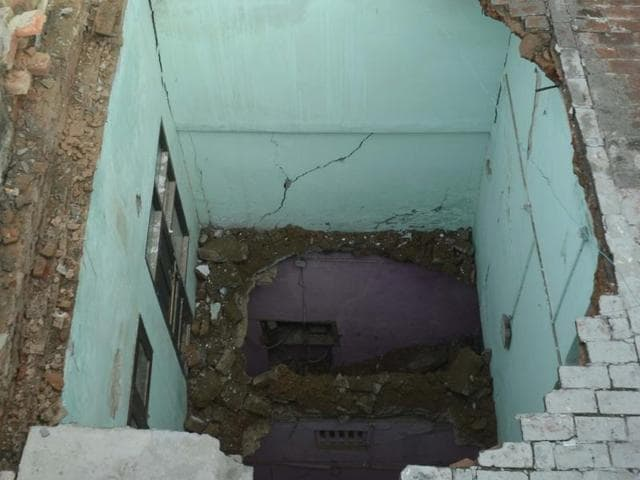 Amritsar,roof collapse,death