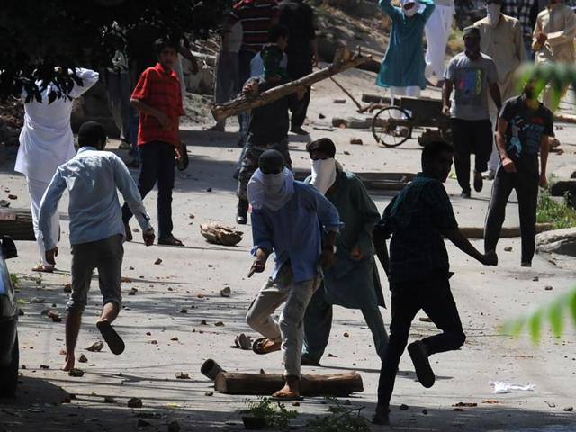 Kashmiri protestors clash with security forces near the United Nations Military Observer Group India and Pakistan (UNMOGIP) office in Srinagar.
