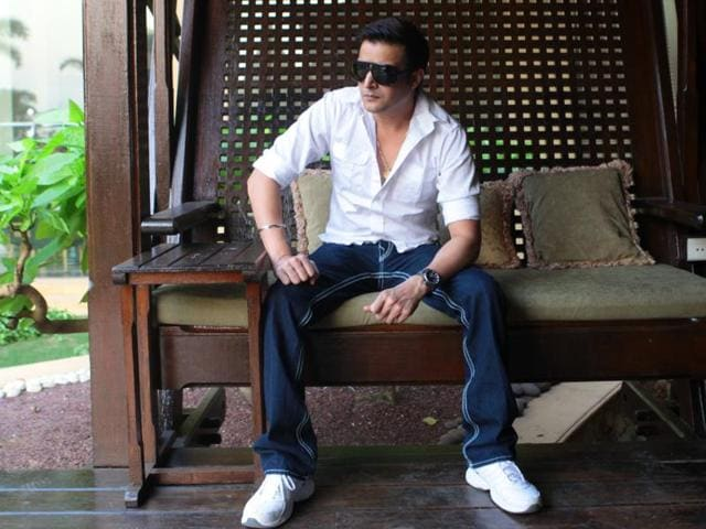 Bollywood actor Jimmy Shergill  is thankful that he started his career in a film directed by Gulzar.