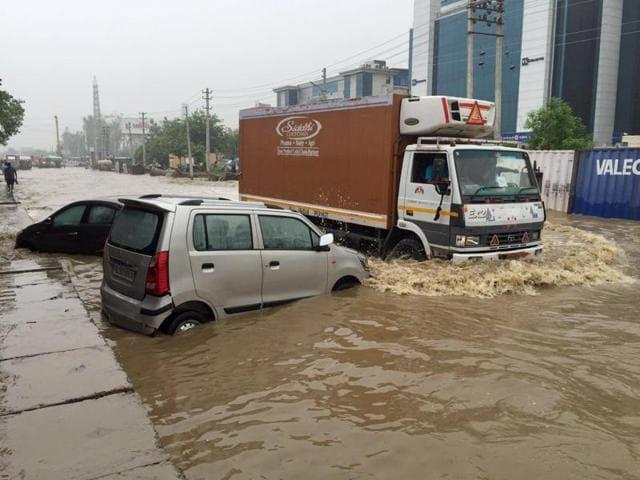 Gurgaon,Traffic Jam,Gurgaon rains