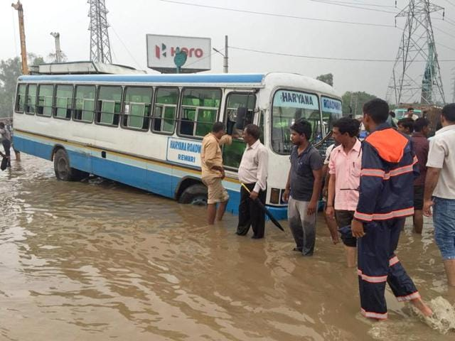 A view of a waterlogged Gurgaon road on Friday.(HT Photo)