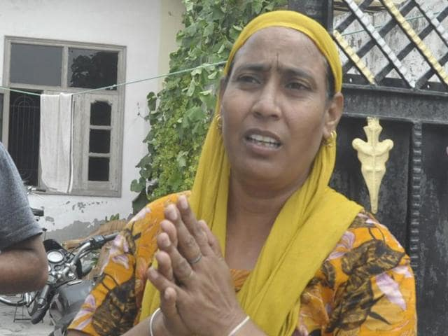 Since Friday morning, Gurdip's wife Kulwinder Kaur (41) and his nephew Gurpal Singh (19) have called Swaraj's personal assistant (PA), requesting him to fix a meeting with the minister, but to no avail.