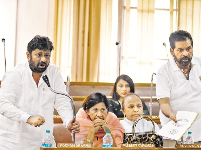 House meet,Cong walks out,BJP councillors