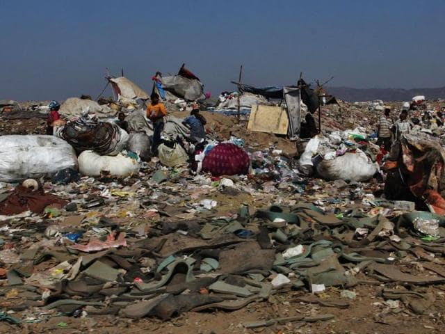 As per the dumping contract, debris cannot be dumped at the Mulund landfill.