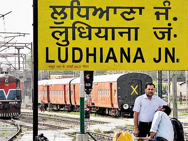 Unauthorised vendors,Ludhiana railway station,vendors sent packing