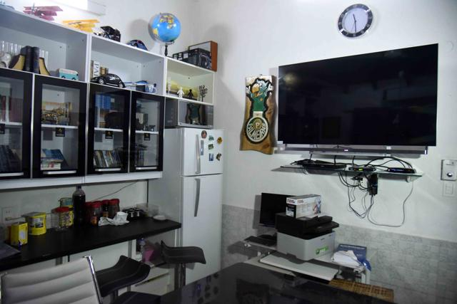 Plasma TV, DVD collection, AC: Drug lord turns jail cell