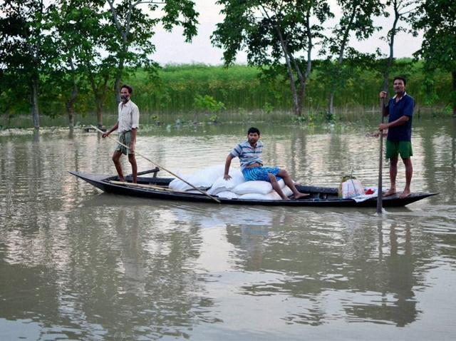 Floods, lightning kill over 80 people in northern and eastern India