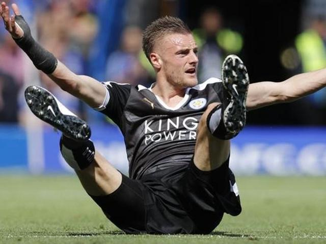 Leicester's Jamie Vardy reacts against PSG.