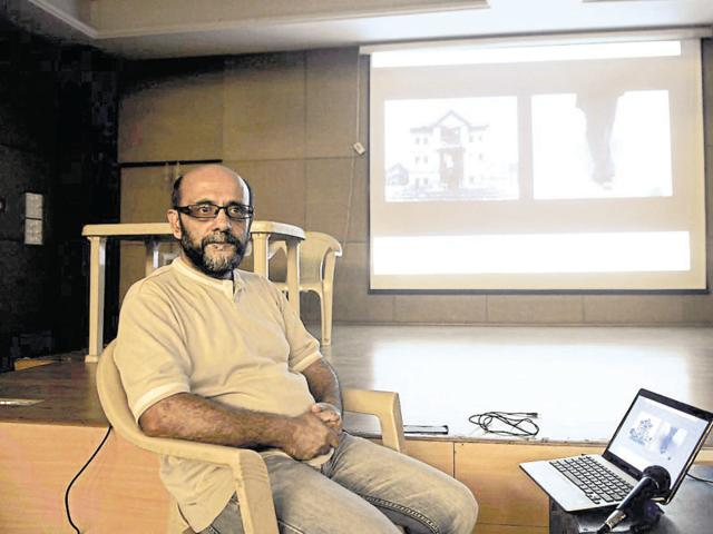 Artist Veer Munshi at a discussion on Kashmir organised by National Media Centre in Gurgaon