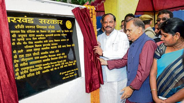 Chief minister Raghubar Das and urban development minister CP Singh lay the foundation stone for the vendors' market complex on Saturday.