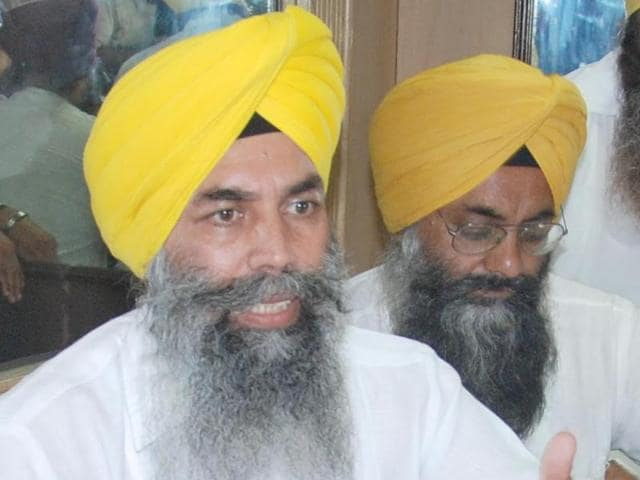 AISSF president Karnail Singh Peer Mohammad interacting with the media in Amritsar on Monday.