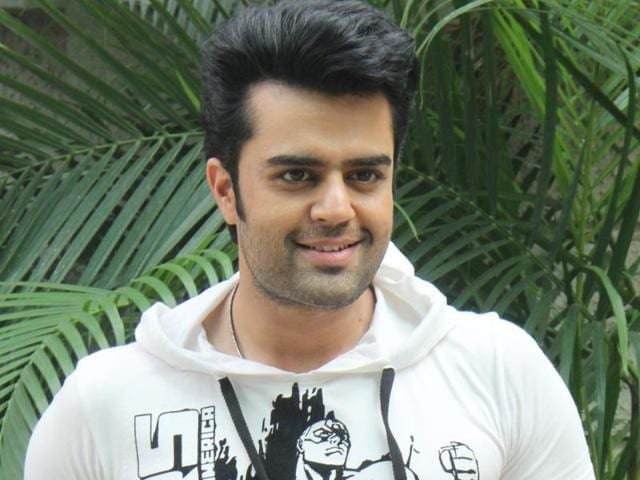 Actor Manish Paul, who interacts with other actors while hosting reality shows, says that he never tries to exploit actors' link-up rumours and fights with others while  hosting his show.
