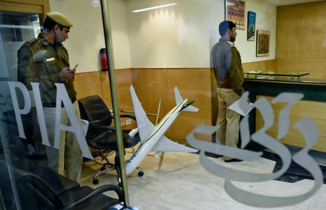 Pakistan International Airlines,PIA staff caught smuggling heroin,smuggling heroin