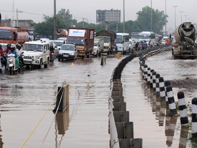 Delhi-Gurgaon expressway in very bad condition at Hero Honda Chowk, in Gurgaon