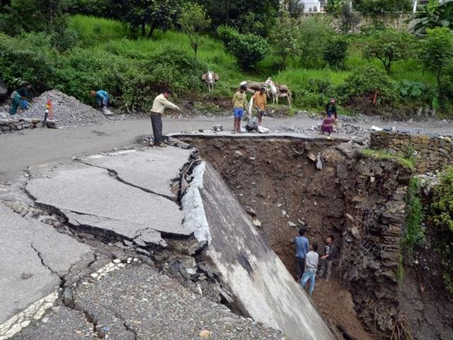 A collapsed road near Khumera village, about 6km from Guptkashi on Kedarnath route.
