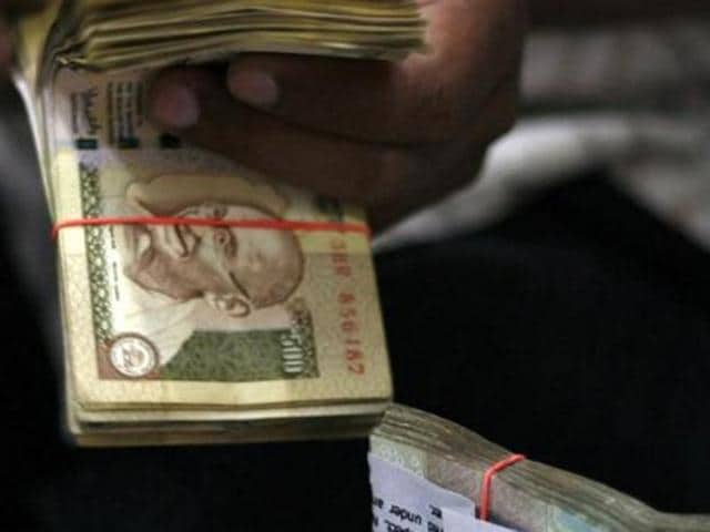 Government has no proposal to replace Mahatma Gandhi's photograph or add another leader's photo on currency notes.