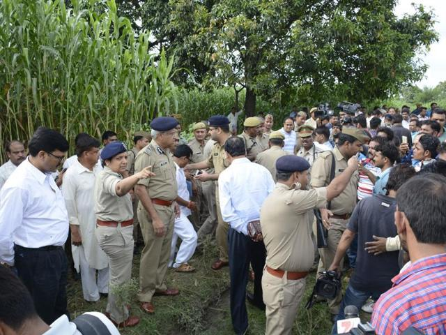 UP DGP Javeed Ahmed visits scene of crime where a family was robbed and a woman and her teenaged daughter were raped.