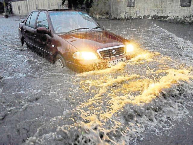 Heavy rain caused massive waterlogging and resulted in snarls as several traffic lights were on the blink.