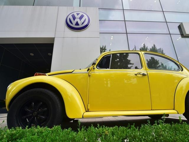 A vintage Volkswagen Beetle is displayed outside a Volkswagen Korea showroom in Seoul on August 2, 2016. South Korea on August 2 said it was suspending sales of 80 Volkswagen models, in a widening probe over the German carmaker's emission-cheating scandal. / AFP PHOTO / JUNG YEON-JE
