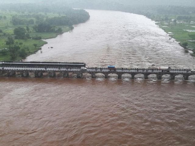 An old bridge connecting to the Mumbai-Goa highway collapsed and was washed away by the Savitri river late on Tuesday night.