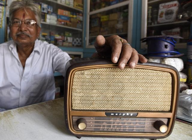 Flour merchant Jagannath Sahu may be the last letter- writer from Jhumri Telaiya. This town in Jharkhand, caught the nation's imagination due to the flood of song requests made by its residents to All India Radio's Hindi film song programmes till the '80s.(Sanjeev Verma / HT Photo)