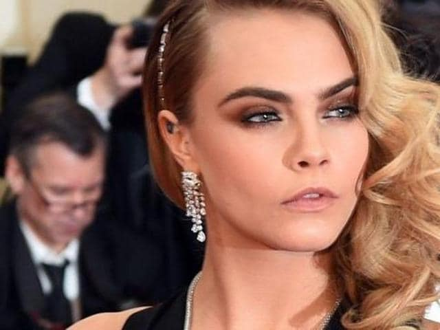 Cara Delevingne Cries Every Day To Cope With Tension Hollywood
