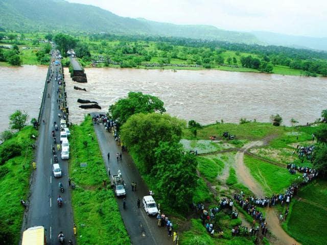Bridge collapse,Mumbai-Goa highway,Missing people