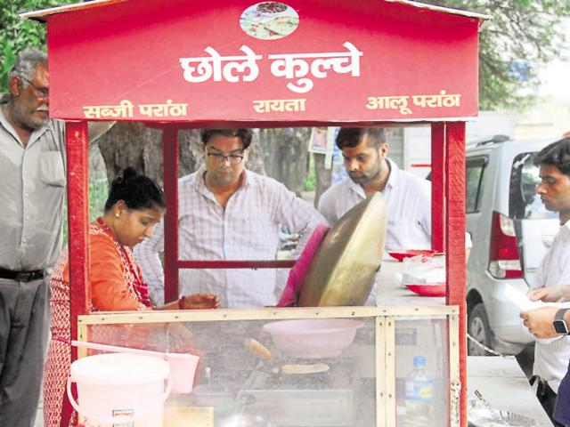 Gurgaon woman who owns Rs 3cr house, SUVs sells chole-kulche on road