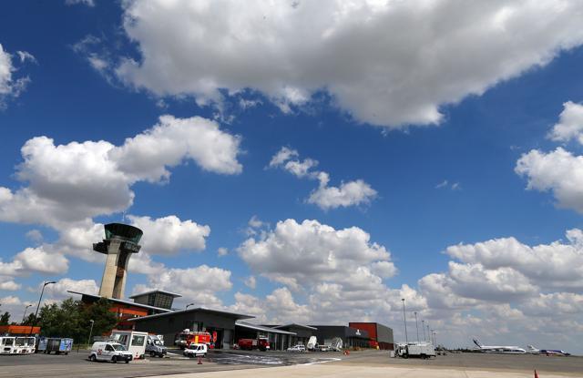 Pak-American Muslim couple accuse airline of racial discrimination.