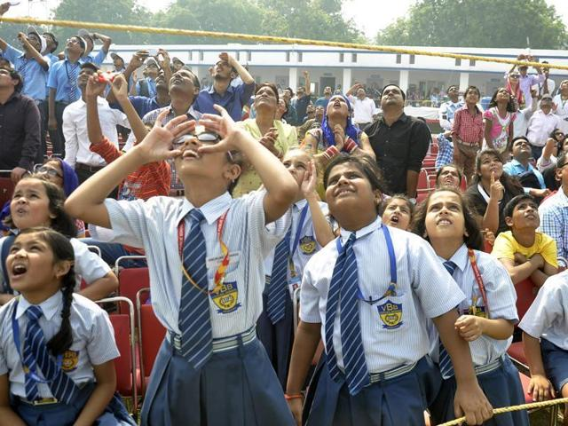 School students watch the full dress rehearsal for the Indian Air Force day parade on October 8, 2015.