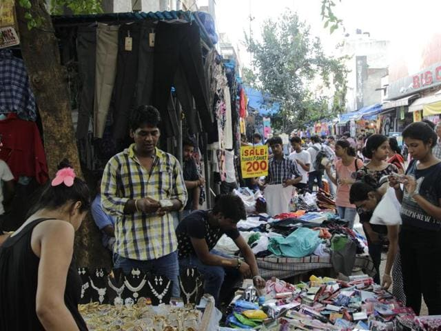 Vendors at Sarojini Nagar market.