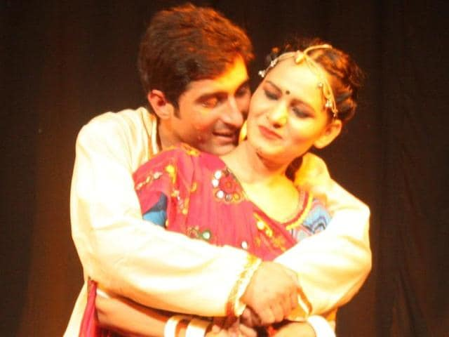 A still from Nadira Zaheer Babbar's new play, Padhaaro Mharey Des.