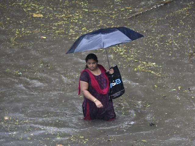 Over 300 dead, lakhs displaced due to floods across India