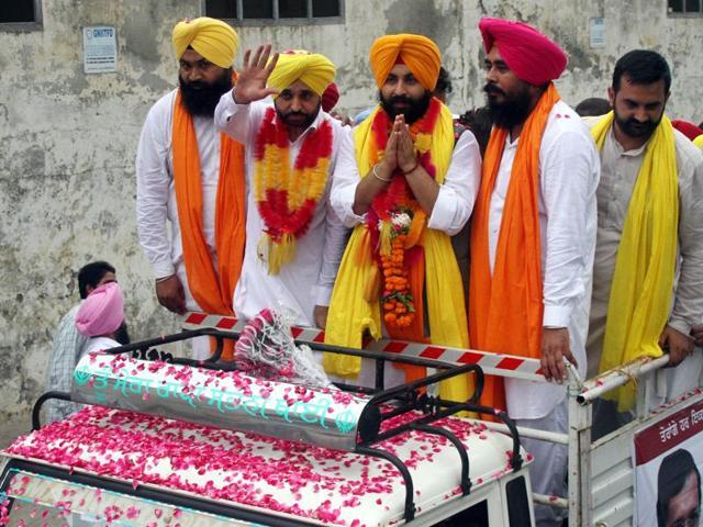 (From left) AAP Payal candidate Gurpreet Singh Lapran, Sangrur MP Bhagwant Mann, Sahnewal candidate Harjot Singh Bains and Ropar candidate Amarjit Singh in Ludhiana on Saturday.