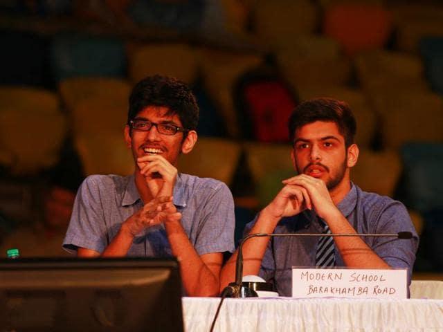 Aniket Joshi, left, and Paavas Bhasin, of Modern School, Barakhamba, won the at the HT-PACE inter-school quiz held at the Talkatora Indoor Stadium on Monday.(Sanchit Khanna/Hindustan Times)