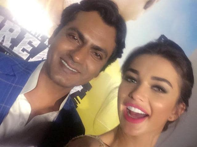 Amy Jackson says that Nawazuddin taught her a lot of things while shooting for Freaky Ali.