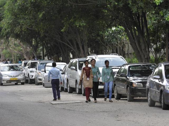 parking,cars,Noida authority