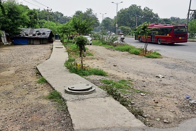 Besides debris and absence of a U-turn, the uneven, dug up, and poorly designed road is causing inconvenience to commuters. But now, the civic agency has assured that they will complete the widening work as soon as possible.