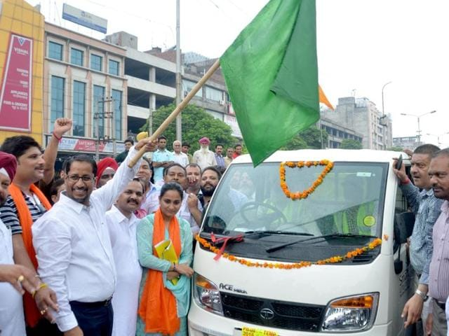 Punjab local bodies minister Anil Joshi inaugurating the solid waste management project in Amritsar on August 5.